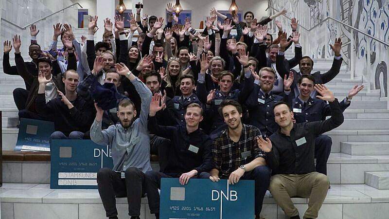 Bildet av laget som vant DNB Digital Challenge og alle deltakerne